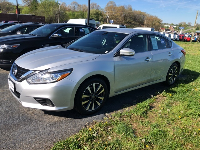 Pre-Owned 2017 Nissan Altima 2.5 SL